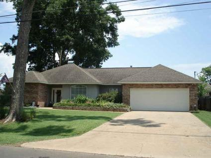 $187,500 Alexandria, 3 bedroom 2 bath home with privacy fenced back